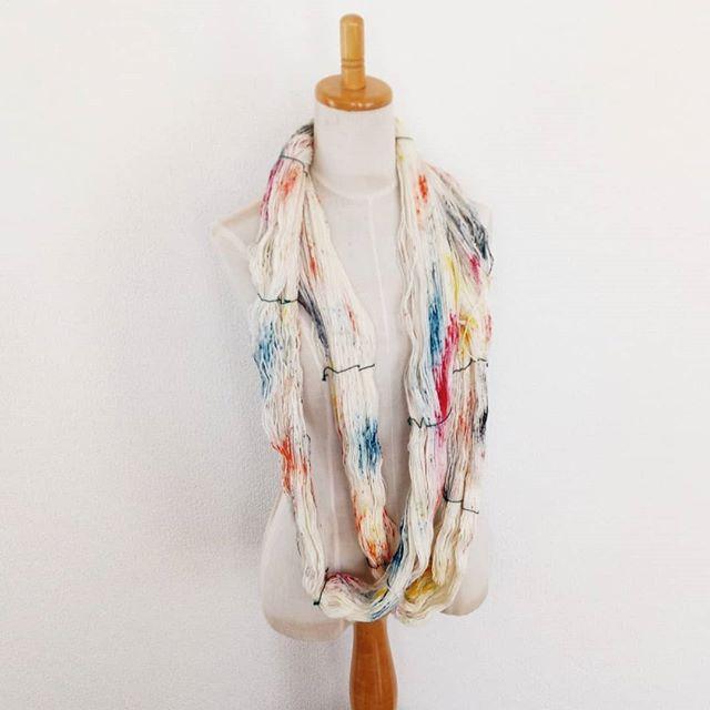 This is murakani. #madelinetosh #toshmerinolight やっと、やっとゴールが見えてきました。年明けから全然編めなくて、編みたい気持ちも糸が欲しいと思う気持ちもしぼみっぱなしな日々だったけど、それもあと少しで終わり。ムラカミの春らしい明るい色に心が弾みます。@megswd  めぐさんの新しいパターンを編みます。