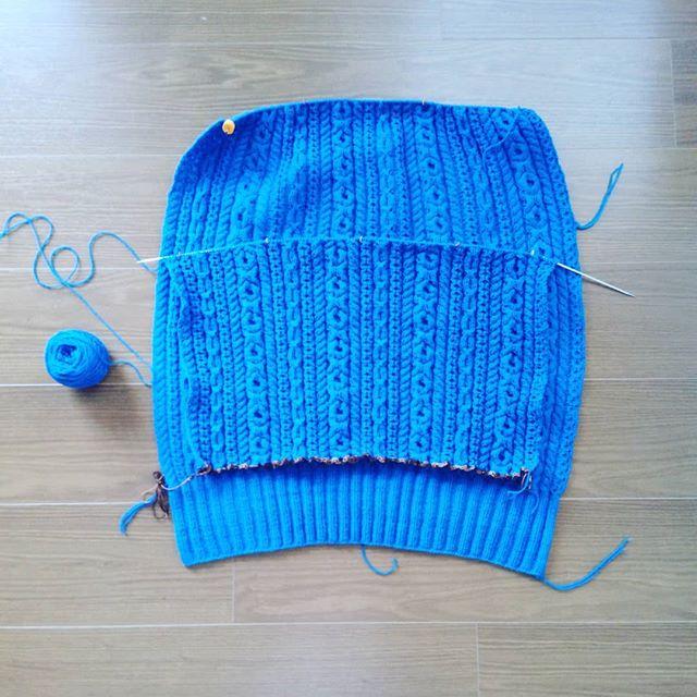 そろそろお楽しみのエリが始まります#knitting #knitofinstagram #elementalaffects #yarnaholic_shop #hiyahiyaneedles